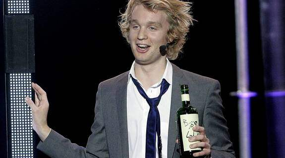 FULL PÅ GLÖGG. Komikern Björn Gustafsson spelar full i tv i kväll, men nu vill SVT stoppa delar av hans sketch. Foto: Sven Lindwall