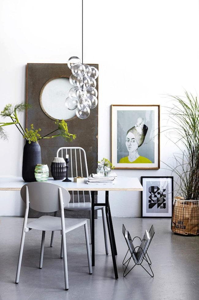 Modern stil. Taklampan DIY med tolv glasbollar, från House doctor, 1 167 kronor, Royaldesign.se.