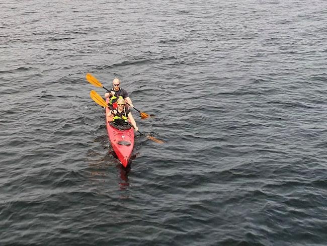 De ska paddla 110 mil runt Vancouver Island i Kanada.
