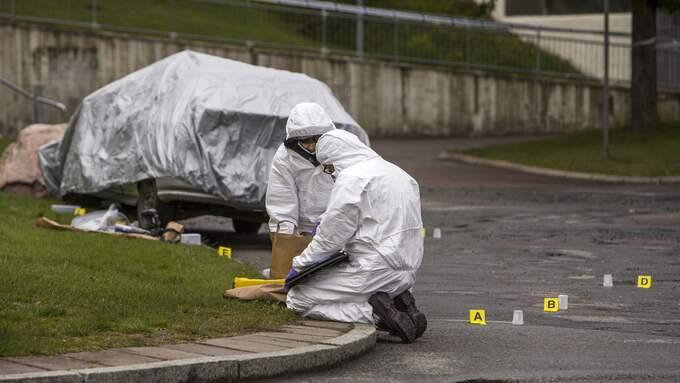 Polisen genomförde under torsdagen en teknisk undersökning på mordplatsen. Foto: HENRIK JANSSON