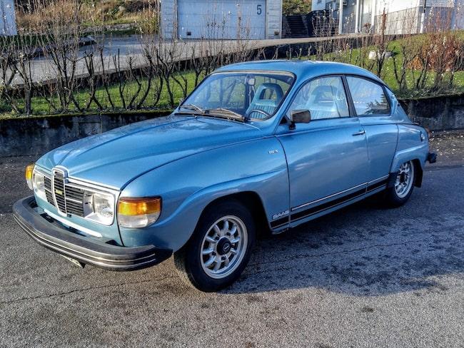 Här är rekordbilen – en Saab 96 GL V4 Super, med 68 hästkrafter, från 1980. Färgkulör: Blåmetallic 137B.
