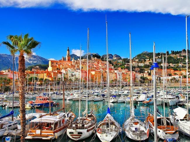 Cannes vackra hamn på Franska rivieran.