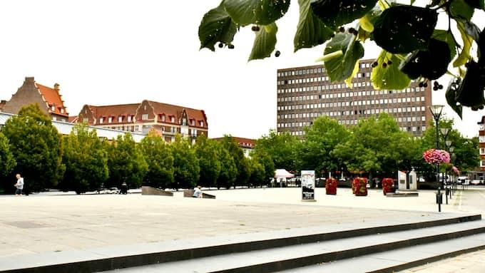 Händelsen inträffade på Värnhemstorget i Malmö en kväll i maj förra året. Den misstänkte mannen hade 2,6 promille alkohol i kroppen. Foto: MIKAEL NILSSON