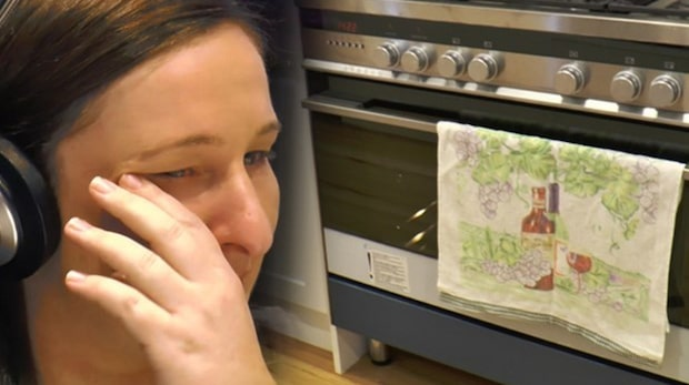 Hennes man lämnar henne i sjunde månaden – fem veckor senare hittar hon det här i ugnen