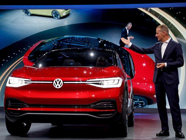 VW:s märkeschef Herbert Diess ska enligt uppgift vara näste koncernchef. Här visar han upp konceptbilen I.D. vid bilmässan i Frankfurt i september 2017.