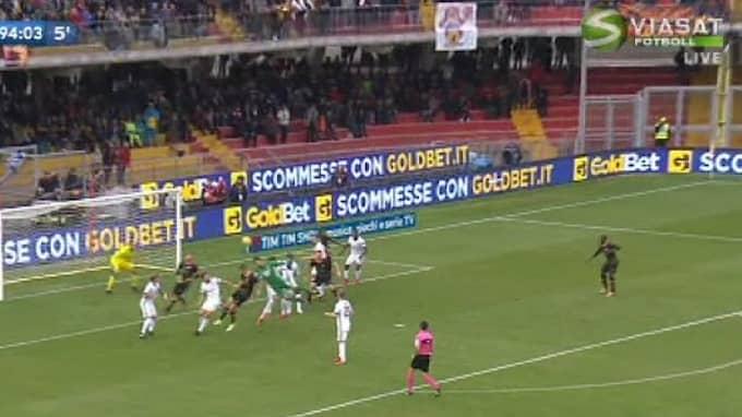 Beneventos målvakt språngnickade in kvitteringen mot Milan. Foto: Viasat Fotboll/Skärmdump