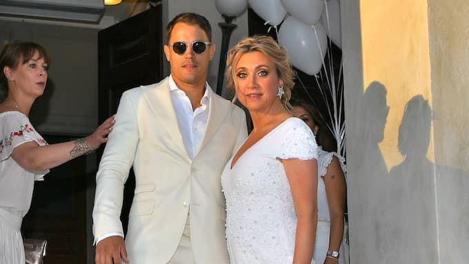 Bröllopsparet på plats på Simons 30-årsfest Foto: / ALEX LJUNGDAHL