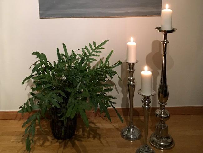 Sofia är storkonsument av stearinljus som hon tänder för att göra hemmet mysigt.