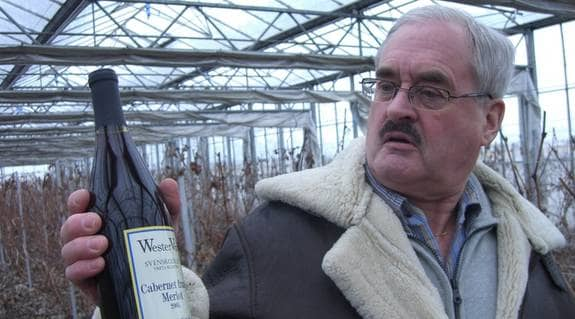Vinodlaren Åke Wester hoppas på att få sälja sitt vin direkt från gården i Vreta Kloster. Foto: Jakob Kindesjö
