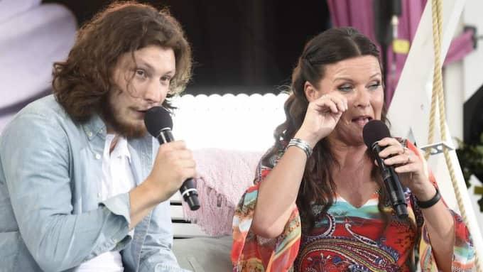 """""""Idol""""-deltagaren Jens Hults sång fick det att vattnas i ögonen på Lotta Endberg. Foto: Robin Aron."""