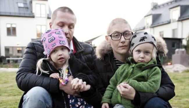 Johan Grönberg, 43, Marie Sving, 38, och deras barn  Morris, 2, och Myra, 3.