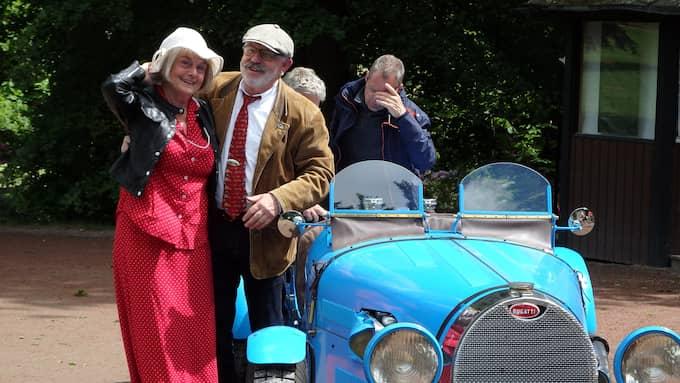 Anders Lindskoug med hustru och en egenbyggd Bugatti Typ 39 Foto: Jan Tromark