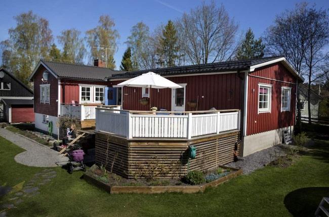 EFTER. I fsh knyter en 45 kvadratmeter stor altan i söderläge ihop tillbyggnaden med husets äldre del.