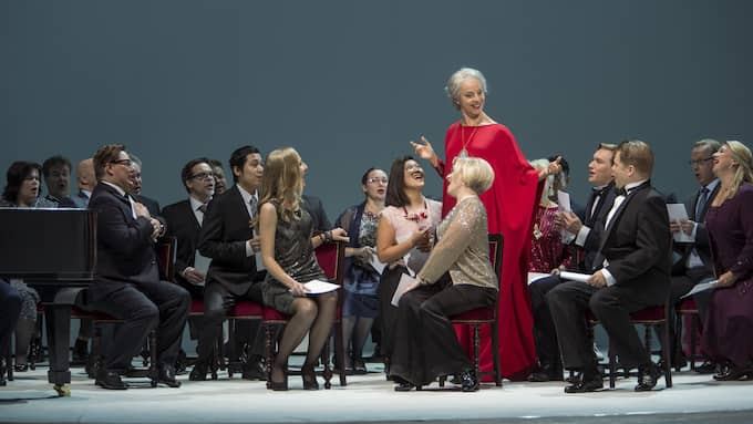 "Anne Sofie von Otter och Erika Sunnegårdh som Charlotte och Eva i operan ""Höstsonaten"". Foto: Sakari Viika."