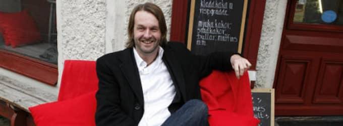 Boken på köpet. Mats Westling nöjer sig inte med att vara låtskrivare - till nya albumet följer ett extra cd med historier lästa av Johan Gry. Foto: Lennart Rehnman