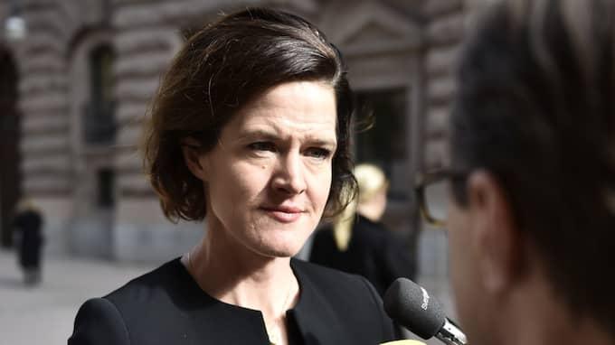 Anna Kinberg Batra ställer sig oväntat bakom Gustav Fridolins hånade förslag om att ge fotboja till de som fått avvisningsbeslut. Foto: Noella Johansson/TT