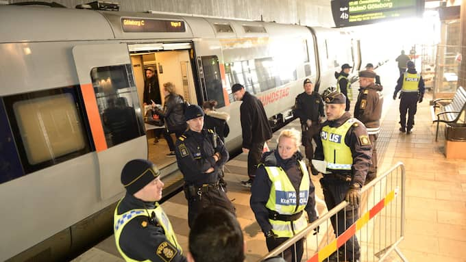 Resenärerna som stiger av i Hyllie har redan gått igenom en tidskrävande kontroll i Kastrup. Det slipper de från och med torsdagen, efter Regeringens beslut som samtidigt innebär mer jobb för gränspolisen. Foto: Fritz Schibli
