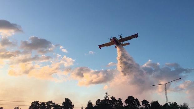 De italienska brandflygplanen som slåss mot bränderna