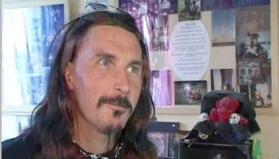 Roger Tullgren, 42, har fått sitt hårdrocksintresse klassat som handikapp av psykologer.