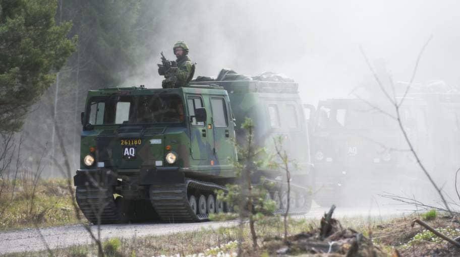 Bandvagn 206 har funnits länge i armén men är ett relativt nytt tillskott i Stockholms hemvärnsbataljon. Delar av kompaniet åkte bandvagn hela vägen från Livgardet till den dammiga övningsterrängen på Marma. Foto: Hampus Hagstedt