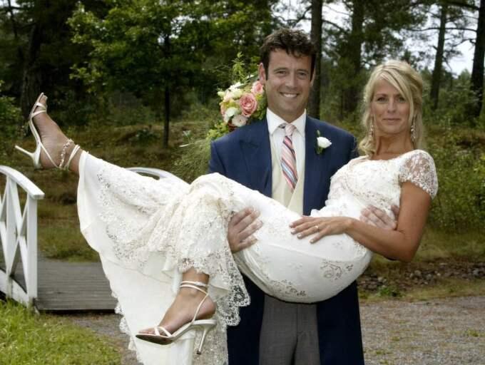 """Klänningen som hon bar vid bröllopet med Lance Gerrard-Wright på Värmdö 2003 beskriver Ulrika Jonsson som """"perfekt"""". Foto: Suvad Mrkonjic"""
