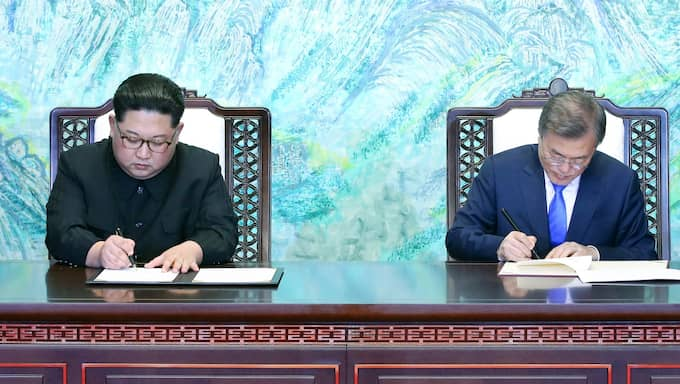 Nord- och Sydkorea kommer att sluta formell fred i år – 68 år efter det att Koreakriget inleddes. Foto: KOREA SUMMIT PRESS / POOL / EPA / TT / EPA TT NYHETSBYRÅN