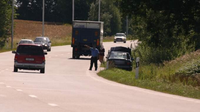Vägpiraterna tar till nya metoder för att få bilisterna att stanna. Obs: bilden är tagen vid ett annat tillfälle. Foto: / MEDIABASEN.SE