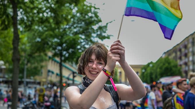 Lovis Myrhill från Floda visade flaggan och stod upp för alla människors lika värde. Foto: HANNA BRUNLÖF / GT/EXPRESSEN