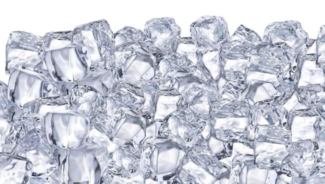 Is får svullnaden att gå ner vilket tar bort rodnaden.