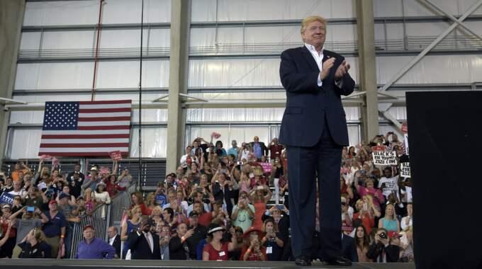 Donald Trump på scenen i Florida. Foto: Susan Walsh / AP