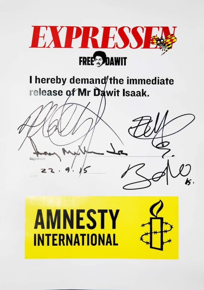 Medlemmarna i U2 skrev på Expressens och Amnestys upprop för att Dawit Isaak ska friges. Foto: Nils Petter Nilsson