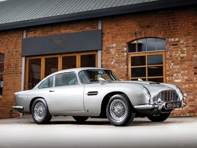 Bilarnas filmstjärna Aston Martin DB5 auktioneras nu ut.