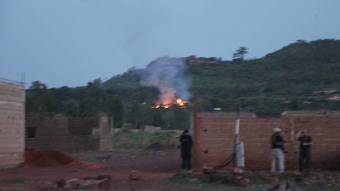 Brand på resorten efter attacken. Foto: BABA AHMED / AP TT NYHETSBYRÅN