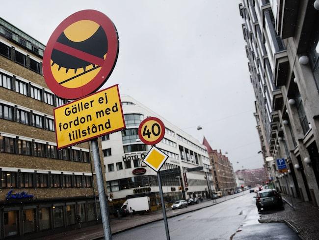 På Odingatan i Göteborg är det inte tillåtet att köra med dubbdäck.