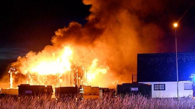 Kraftig brand i Malmö –byggnaden totalförstörd