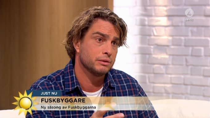 """I morgonens """"Nyhetsmorgon"""" avslöjar tv-profilen att han går till TV4, där han ska ta över tv-programmet """"Fuskbyggarna"""". Foto: TV4"""