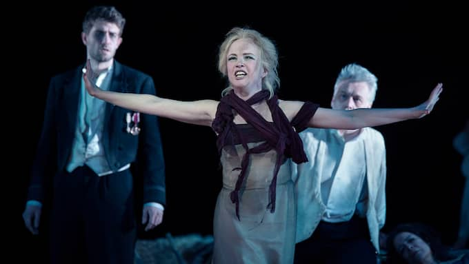 "Kerstin Avemo som Leticia i ""The Exterminating angel"". Foto: Camilla Winther"