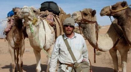 Äventyrare. Christian Bodegren lämnade Sverige i september förra året för att korsa Saharaöknen på dromedar. Under resan blev han biten av en dromedar, han använde skavsårsplåster för att försöka stoppa den kraftiga blödningen.