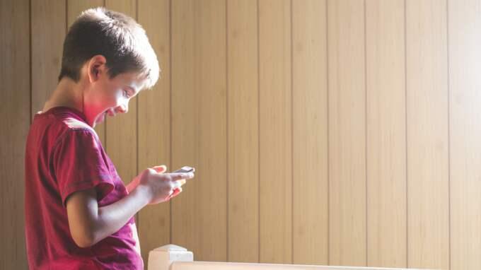 I dag har sjuåringar både Iphones och surfplattor. Foto: Deyan Georgiev/Colourbox