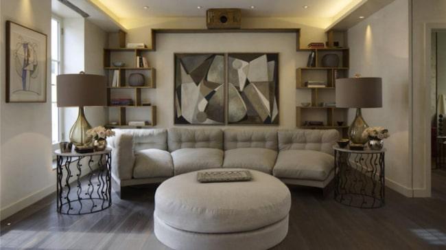 <span>Huset är inrett med exklusiva möbler och konst.</span>