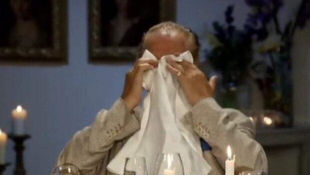 Örjan Ramberg brister ut i gråt