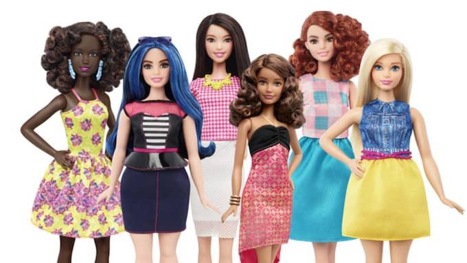 På torsdagen släpps Barbie-dockan i tre nya kroppsformer: petite, kurvig och lång. Foto: AP/MATTEL
