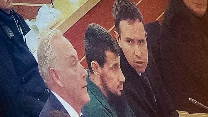 Terroriståtalade Rakhmat Akilov i säkerhetssalen under tredje dagens förhandling i Stockholms tingsrätt. Foto: ALEX LJUNGDAHL