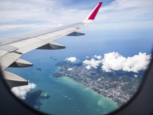 Det är inte bara för att du ska kunna njuta av utsikten som fönsterluckorna på planet måste vara uppdragna vid start och landning.
