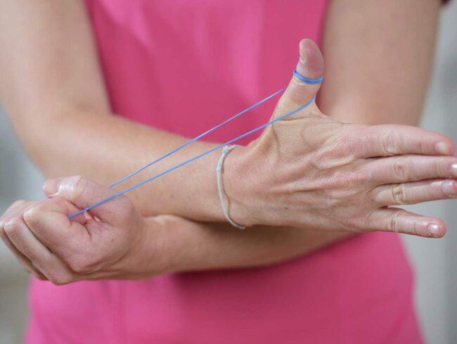 smärta i tummen vid rörelse