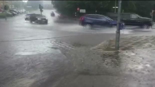 Meteorologen Johan Groth djupdyker i regn och rusk