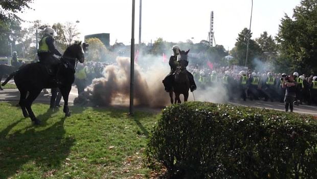 Elva motdemonstranter döms efter attack mot polis