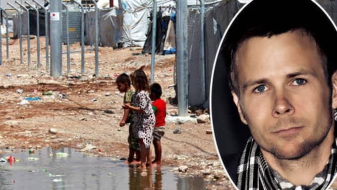 Patrik Nilsson jobbar med ensamkommande flyktingbarn. Han är trött på de lögner och rykten som sprids om människor som flytt till Sverige. Bilden är tagen i ett flyktingläger i Irak. Foto: Ahmed Jalil/EPA/TT och privat