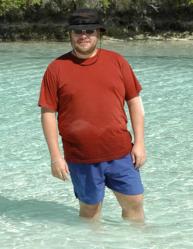 Före. Här är Johan på en semesterresa i Nya Kaledonien när hans kusin gifte sig vintern 2003. På bilden väger han runt 125 kilo.