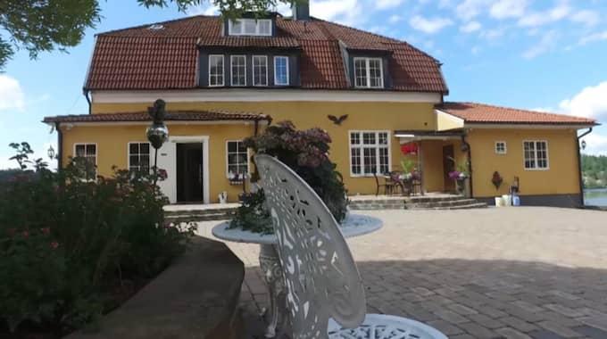 Leif-Ivan Karlsson och hans fru bor i ett hus på 700 kvadratmeter utanför Stockholm och har en bedårande utsikt över Mälaren. Foto: Erik Gustafson